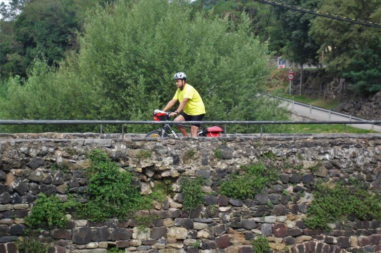 Cyclinst crossing a bridge in La Garrotxa