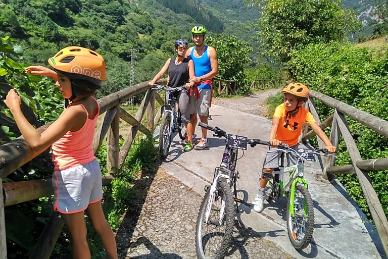Family cycling in Asturias