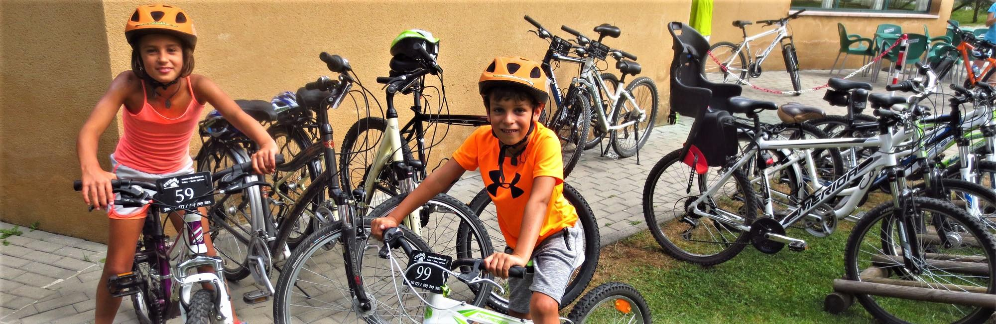 kids with bikes in Asturias